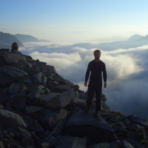 Berg-Aufnahme: Gefühl von Ehrfurcht, Dankbarkeit und Freiheit über den Wolken